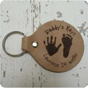 leather-keyring-with-hand-and-foot-prints-01-400x400