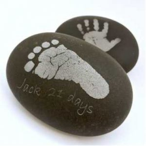 stone-pebble-with-hand-and-foot-prints-01-400x400