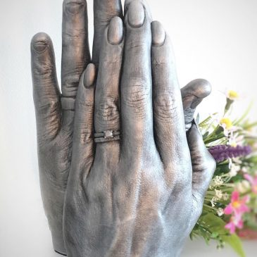 hand casting detail