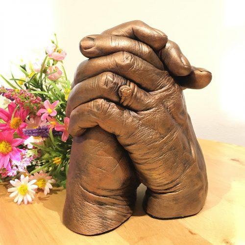 couple hand clasp